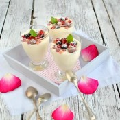 Smetanová pěna s vůní růží a ovocem