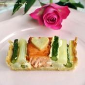 Slaný koláč s chřestem a lososem