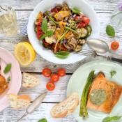 Grilovaná zelenina s pečenou rybou