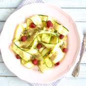 Cuketový salát s malinami