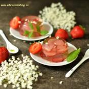 Bezové želé s jahodami a mátou
