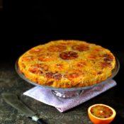 Obrácený koláč z červených pomerančů