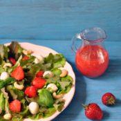 Listový salát s jahodovým dressingem
